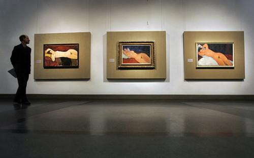 Посетитель на выставке Модильяни в ГМИИ им. А.С. Пушкина (архивное фото)