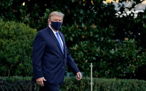 Дональд Трамп направляется из Белого Дома в Национальный военно-медицинский центр Walter Reed