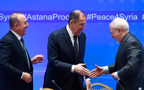 Министр иностранных дел Турции Мевлют Чавушоглу, министр иностранных дел России Сергей Лавров и министр иностранных дел Ирана Мухаммад Джавад Зариф (слева направо)