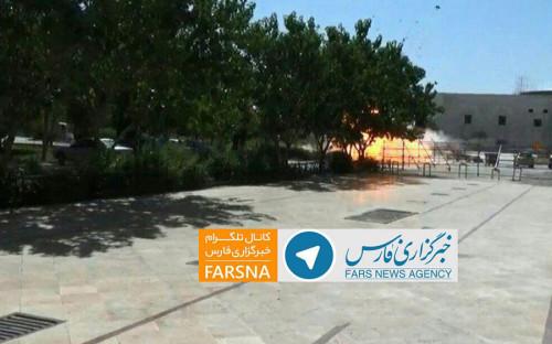 Нападение на парламент и мавзолей произошло около 09:00 мск. Преступники ворвались в здание парламента, открыв огонь по охранникам.