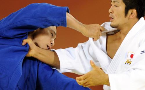 Дзюдоист Ван Ки Чун (слева) в финале Азиатских игр в 2010 году