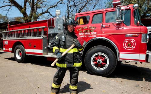<p>Иолаина Чавес Талавера (31), Никарагуа, сотрудница пожарной службы: &laquo;Когда я только&nbsp;начинала работать пожарным, мужчины, мои коллеги, думали, что&nbsp;я не&nbsp;продержусь долго и&nbsp;не&nbsp;выдержу тренировок. Однако&nbsp;на&nbsp;деле я показала&nbsp;им, что&nbsp;могу выполнять задания на&nbsp;том&nbsp;же&nbsp;уровне. Я считаю, что&nbsp;женщинам стоит бороться против&nbsp;мужского шовинизма в&nbsp;профессиональных сферах. В Никарагуа и&nbsp;испаноязычных странах он все еще распространен&raquo;.</p>