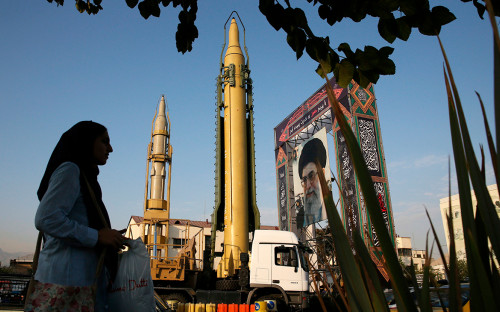 Ракета Ghadr-H на площади Бахарестан в Тегеране. Сентябрь 2017 года