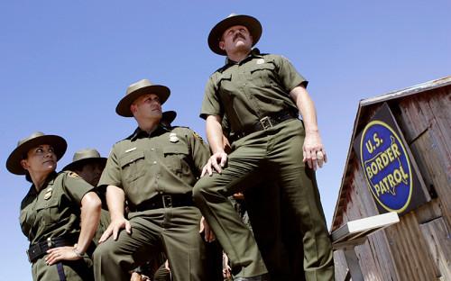 В охране американо-мексиканской границы задействованы более 40&nbsp;тыс. патрульных пограничной службы.<br /> <br /> &nbsp;