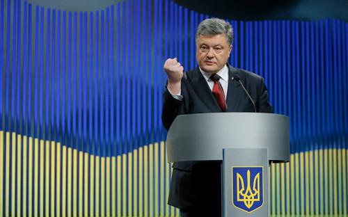 <p><strong>Президент Украины Петр Порошенко </strong></p>  <p>В среду, 9 марта, Порошенко рассказал об&nbsp;усилиях, предпринятых Киевом для&nbsp;освобождения Савченко: &laquo;В последние дни мы предприняли все возможные меры для&nbsp;того, чтобы&nbsp;обеспечить международное давление на&nbsp;Россию как&nbsp;со&nbsp;стороны&nbsp;ЕС,&nbsp;США, так и&nbsp;других наших стран-партнеров, требуя немедленного, без&nbsp;каких-либо условий, освобождения Надежды Савченко из&nbsp;заключения и&nbsp;возвращения ее в&nbsp;Украину&raquo; (цитата по&nbsp;&laquo;Интерфаксу&raquo;)</p>