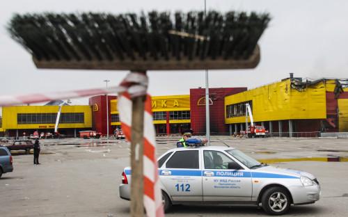 """Пожар на строительном рынке &laquo;Синдика&raquo; произошел в воскресенье, 8 октября. Его площадь <a href=""""http://www.rbc.ru/rbcfreenews/59da46d39a794745fc70c404"""">составила</a> 55 тыс. кв. м<br /> &nbsp;"""