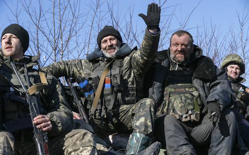 <p>Украинские военные направляются из Дебальцево в Артемовск.</p>