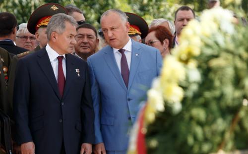 Сергей Шойгу (слева) и Игорь Додон (справа)