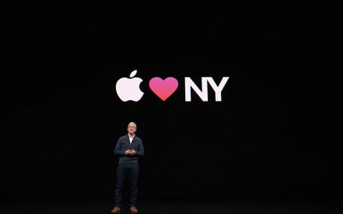 Презентацию новой линейки продуктов Apple провел в Нью-Йорке гендиректор корпорации Тим Кук