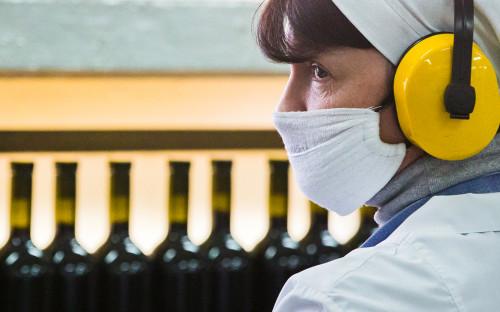 Розлив вина на винзаводе «Массандра» в Крыму