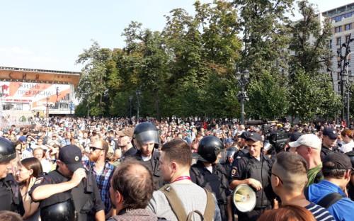 Акция сторонников Алексея Навального на Пушкинской площади в Москве
