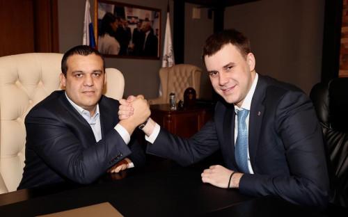 На посту генерального секретаря организации Кирилл Щекутьев (справа) сменил Умара Кремлева