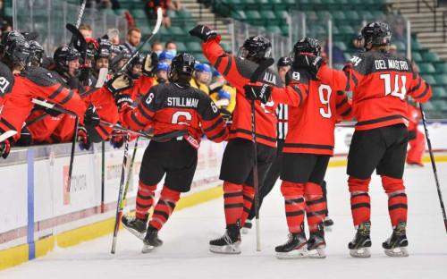 Фото:Игроки сборной Канады (Фото: сайт Федерации хоккея Канады)