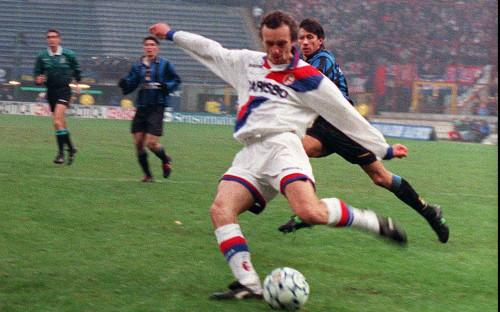 Игорь Шалимов в матче за «Болонью» против «Интера» в 1997 году