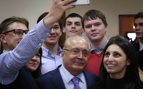 Виктор Садовничий со студентами