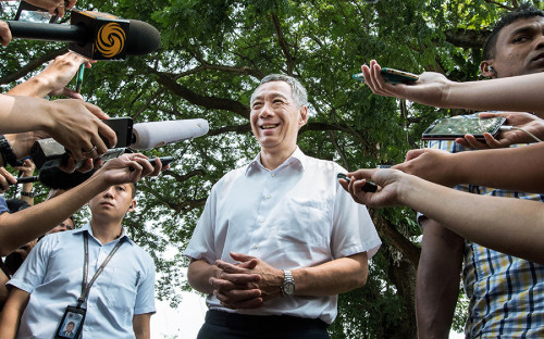 <p>Ли Сянь Лун&nbsp;&mdash;&nbsp;старший сын Ли Куан&nbsp;Ю, бывшего премьера Сингапура, ответственного за&nbsp;стремительный рост экономики страны и&nbsp;повышение показателя ВВП на&nbsp;душу населения. Сянь Лун продолжает политику отца</p>