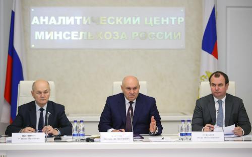 Заместитель министра сельского хозяйства РФ Джамбулат Хатуов (в центре)