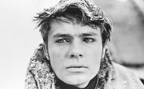 <p>Олег Видов родился 11 июня 1943 года в&nbsp;Московской области. Детство провел в&nbsp;СССР, Монголии и&nbsp;Германии. Окончил школу, начал работать в&nbsp;14&nbsp;лет. После окончания школы работал электриком на&nbsp;строительстве Останкинской телебашни.<br /> <br /> Дебют в&nbsp;кино состоялся в&nbsp;1961 году&nbsp;&mdash;&nbsp;Видов сыграл эпизодическую роль в&nbsp;фильме &laquo;Друг&nbsp;мой, Колька&raquo;.</p>  <p>На фото: кадр из&nbsp;фильма &laquo;Метель&raquo; (1964 год)</p>