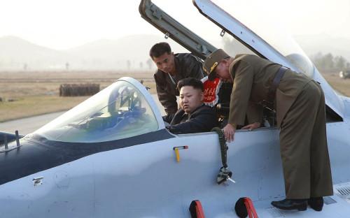<p>Ким Чен Ын за штурвалом МиГ-29</p>