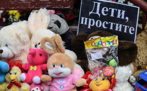 Первые похороны погибших при пожаре в торговом центре «Зимняя вишня» в Кемерово пройдут 28 марта. Организация похорон уже началась.