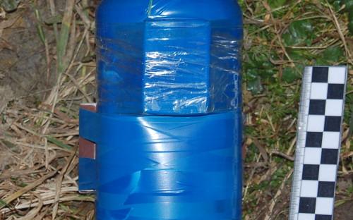 На фото: самодельное взрывное устройство