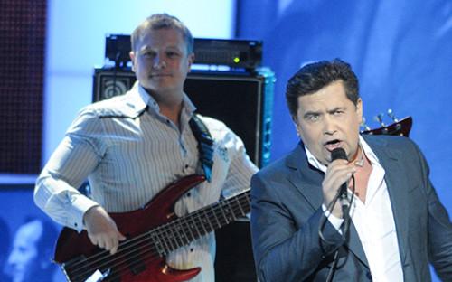 <p>Бас-гитарист группы &laquo;Любэ&raquo; Павел Усанов (слева)</p>  <p></p>