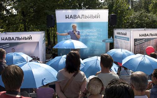 """<p><span style=""""font-size:16px;""""><strong>Избираться. </strong></span>Получив условный срок по делу &laquo;Кировлеса&raquo; в июле 2013 года, Навальный лишился права участвовать в выборах в течение десяти лет после погашения или снятия судимости. Теперь он сможет пойти на выборы только в 2028 году. Единственная кампания, в которой он участвовал, &mdash; по выборам мэра Москвы в 2013 году (на фото)&nbsp;&mdash; завершилась до вступления приговора в законную силу. Тогда в первом туре победил Сергей Собянин</p>"""