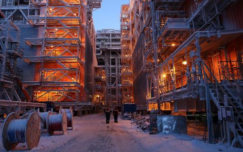Строительство первой линии завода по производству сжиженного природного газа «Ямал СПГ» в поселке Сабетта
