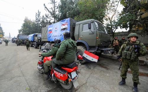 """<p>Активная фаза военной операции в&nbsp;Алеппо началась в&nbsp;середине ноября. В ней принимают участие в&nbsp;основном сирийские войска, помощь которым оказывают российские военные. На этой неделе стало известно <a href=""""http://www.rbc.ru/politics/07/12/2016/5847de349a79479d64864612"""">о гибели трех россиян</a>: полковник Руслан Галицкий умер в&nbsp;госпитале, получив тяжелое ранение в&nbsp;результате&nbsp;артиллерийского обстрела &laquo;боевиками оппозиции&raquo; одного из&nbsp;кварталов на&nbsp;западе Алеппо, сообщило Минобороны, еще две военнослужащие&nbsp;&mdash;&nbsp;Надежда Дураченко и&nbsp;Галина Михайлова&nbsp;&mdash;&nbsp;погибли при&nbsp;попадании снаряда в&nbsp;полевой госпиталь. Всего, по&nbsp;подтвержденным данным, за&nbsp;14 месяцев операции в&nbsp;Сирии погибли 23 россиянина.<br /> &nbsp;</p>"""