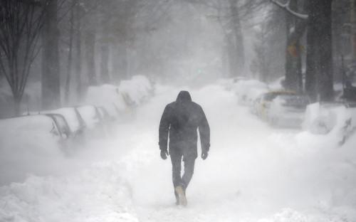Мужчина на одной из улиц в Вашингтоне