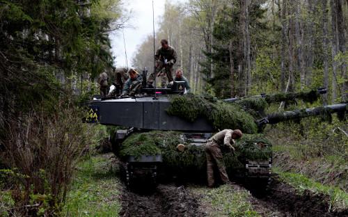 Британские танки Challenger во время учений Spring Storm в Эстонии