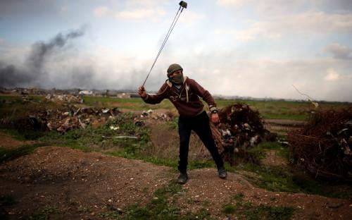<p>&laquo;Все, что я могу сделать, чтобы остановить решение Трампа, &mdash; взять эту веревку и бросать камни в израильских солдат, вооруженных с ног до головы. Я мечтаю, что однажды арабы и другие мусульмане объединятся в борьбе за возвращение нашей земли&raquo;.</p>