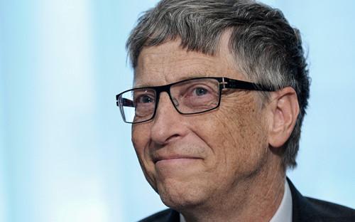"""<p><span style=""""font-size:18px;""""><strong>1. Билл Гейтс</strong></span></p>  <p><strong>Состояние: <span style=""""font-size:16px;""""><span style=""""color:#800000;"""">$75 млрд</span></span></strong></p>  <p><strong>Возраст: </strong>60 лет</p>  <p><strong>Страна: </strong>США</p>  <p><strong>Место в&nbsp;прошлогоднем рейтинге: </strong> 1</p>  <p><strong>Источник состояния: </strong>Microsoft</p>  <p>Основатель IT-гиганта Microsoft второй год подряд оказывается на&nbsp;вершине мирового списка Forbes. Гейтс известен как&nbsp;крупный меценат, основатель фонда Билла и&nbsp;Мелинды Гейтс, который&nbsp;работает в&nbsp;области улучшения уровня здравоохранения в&nbsp;развивающихся странах. На благотворительные цели Гейтсы уже направили более $31 млрд. В 2015 году, выступая в&nbsp;Париже на&nbsp;конференции ООН по&nbsp;изменению климата, Гейтс рассказал о&nbsp;формировании&nbsp;т.н. Breakthrough Energy Coalition&nbsp;&mdash;&nbsp;объединения более 20 миллиардеров, которые будут инвестировать в&nbsp;проекты, связанные с&nbsp;экологически чистой энергетикой</p>"""