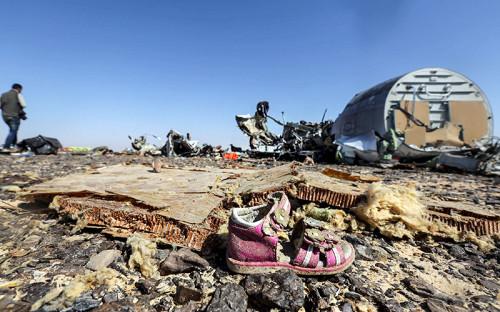 <p>31 октября 2015 года. Обломки лайнера найдены рядом&nbsp;с&nbsp;аэропортом города Эль-Ариш на&nbsp;Синайском полуострове. Среди первых версий катастрофы назывались техническая неисправность, внешнее воздействие и&nbsp;взрыв на&nbsp;борту.</p>