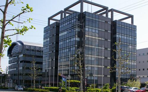 """<p><strong>Исследовательский парк Киото, Япония</strong></p>  <p>Парк <a href=""""http://www.krp.co.jp/english/basic_facts/"""">основан</a> в&nbsp;1989 году при&nbsp;участии местных властей и&nbsp;промышленных предприятий. Представляет собой частное предприятие, которым управляет специально созданная корпорация, входящая в&nbsp;состав группы компаний Osaka&nbsp;Gas. В парке на&nbsp;площади&nbsp;5,6 га работает более 350 компаний, которые заняты преимущественно в&nbsp;сфере&nbsp;IT, биотехнологий и&nbsp;электроники, в&nbsp;них трудится около&nbsp;4,5&nbsp;тыс. человек. Парк <a href=""""https://www.ft.com/content/38f7894c-b3aa-11e5-8358-9a82b43f6b2f"""">считается</a> одним из&nbsp;воплощений инновационного и&nbsp;научного потенциала Киото.</p>"""