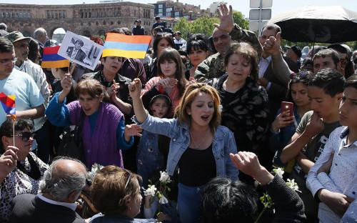 Сторонники оппозиции собираются в центре Еревана перед шествием<br /> &nbsp;