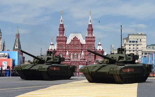 """<p><strong>Танк Т-14 &laquo;Армата&raquo;</strong></p>  <p>6 сентября Минобороны России заключило с&nbsp;Уралвагонзаводом контракт на&nbsp;поставку более 100 единиц танка нового поколения Т-14 &laquo;Армата&raquo;. Стоимость одного танка, по&nbsp;словам гендиректора Уралвагонзавода&nbsp;Олега Сиенко, <a href=""""https://rg.ru/21.09.2015/armata-site-anons.html"""">составляет</a> 250 млн руб.</p>  <p>Таким образом, общая сумма контракта может превысить&nbsp;25 млрд. Первые сто танков станут опытной партией, сообщил журналистам замминистра обороны Юрий Борисов в&nbsp;рамках форума. По его словам, у имеющейся на&nbsp;вооружении Российской армии техники большой потенциал для&nbsp;модернизации, поэтому ведомство не&nbsp;торопится принимать танк на&nbsp;вооружение. Впервые Т-14 был представлен на&nbsp;параде 9 Мая в&nbsp;2015 году</p>"""