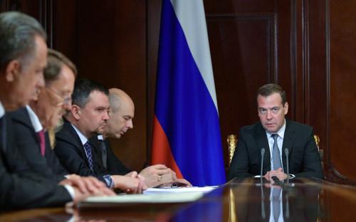 Дмитрий Медведев(справа) с вице-премьерами