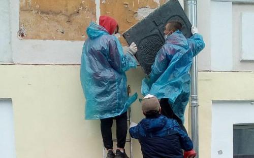 Демонтаж мемориальных досок в Твери