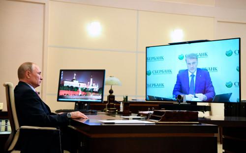 Владимир Путин во время встречи в режиме видеоконференции с Германом Грефом