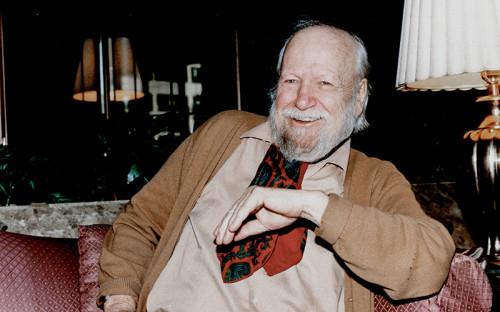 """<p style=""""line-height: 20.79px;""""><span style=""""font-size: 16px;""""><strong>Уильям Голдинг</strong></span></p>  <p style=""""line-height: 20.79px;"""">&nbsp;</p>  <p style=""""line-height: 20.79px;""""><strong>Лауреат Нобелевской премии по литературе 1983 года</strong></p>  <p style=""""line-height: 20.79px;"""">&nbsp;</p>  <p style=""""line-height: 20.79px;""""><span style=""""font-size: 14px;""""><em>&laquo;За романы, которые с ясностью реалистического повествовательного искусства в сочетании с многообразием и универсальностью мифа помогают осмыслить существование человека в современном мире&raquo;</em></span></p>  <p style=""""line-height: 20.79px;"""">&nbsp;</p>  <p style=""""line-height: 20.79px;"""">За почти сорокалетнюю литературную карьеру английский писатель издал 12 романов. Романы Голдинга &laquo;Повелитель мух&raquo;&nbsp;и &laquo;Наследники&raquo;&nbsp;входят в число самых продаваемых книг нобелевских лауреатов по версии Barnes &amp; Noble. Первый, выйдя в 1954 году, принес ему всемирную известность. По значимости романа для развития современной мысли и литературы критики нередко сравнивали его с сэлинджеровским &laquo;Над пропастью во ржи&raquo;.</p>  <p style=""""line-height: 20.79px;"""">&nbsp;</p>  <p style=""""line-height: 20.79px;"""">Самая продаваемая книга на Barnes &amp; Noble &ndash; &laquo;Повелитель мух&raquo;&nbsp;(1954 год).</p>"""