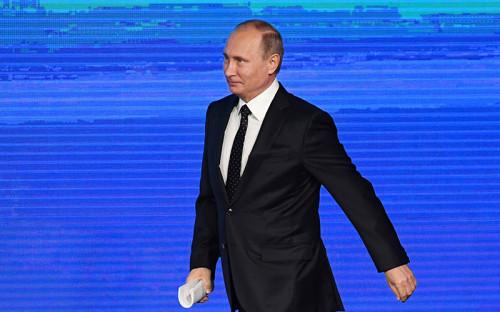 """<p><strong>Президент Владимир Путин</strong></p>  <p><em><a href=""""http://www.rbc.ru/rbcfreenews/57fe35529a794784fd44bdda"""">О стратегической задаче России</a>: </em> &laquo;Сегодня России необходимо добиваться качественно нового роста экономики, поддержать конкретные инициативы, нацеленные на&nbsp;создание дополнительных рабочих мест, на&nbsp;использование новых технологий и&nbsp;кардинальное повышение производительности труда&raquo;.</p>  <p><em><a href=""""http://www.rbc.ru/politics/12/10/2016/57fe332c9a79478021cc079f"""">О российском вето на&nbsp;резолюцию Франции по&nbsp;Сирии в&nbsp;ООН</a>: </em>&laquo;Вся вина за&nbsp;ситуацию возлагалась на&nbsp;официальные сирийские власти, и&nbsp;вообще ничего не&nbsp;говорилось об&nbsp;оппозиции. Что произошло дальше&nbsp;&mdash;&nbsp;глава МИД Франции улетел из&nbsp;Москвы в&nbsp;Вашингтон, на&nbsp;следующий день они вышли с&nbsp;[госсекретарем] Джоном Керри, обвинили Россию во&nbsp;всех смертных грехах и&nbsp;вбросили резолюцию. С Россией никто ничего не&nbsp;стал обсуждать&raquo;.</p>  <p><em><a href=""""http://www.rbc.ru/rbcfreenews/57fe34de9a7947815629d285"""">О нападении на&nbsp;</a><a href=""""http://www.rbc.ru/rbcfreenews/57fe34de9a7947815629d285"""">гумконвой в&nbsp;Алеппо</a>: </em>&laquo;Мы-то знаем, кто нанес удар по&nbsp;этой гуманитарной колонне. Это одна из&nbsp;террористических организаций&raquo;.<br /> <br /> <em><a href=""""http://www.rbc.ru/politics/12/10/2016/57fe2f929a794779abad68eb"""">Об ухудшении отношений России с&nbsp;США</a>: </em>&laquo;Мы тоже&nbsp;озабочены ухудшением российско-американских отношений, но&nbsp;это не&nbsp;наш выбор, мы к&nbsp;этому никогда не&nbsp;стремились. Наоборот, мы хотим иметь отношения дружеские с&nbsp;такой великой страной, как&nbsp;США, ведущей экономикой мира&raquo;.</p>  <p><em><a href=""""http://www.rbc.ru/politics/12/10/2016/57fe2d309a7947765b266a1d"""">О&nbsp;влиянии санкций против&nbsp;России</a>: </em>&laquo;Мы часто повторяем, как&nbsp;мантру, что&nbsp;так называемые пресловутые санкции на&"""