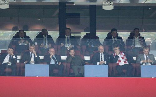 <p>Матч&nbsp;Англия &mdash; Хорватия состоялся на стадионе &laquo;Лужники&raquo; и закончился победой Хорватии. До этого высшим достижением хорватской сборной были бронзовые медали в 1998 году во Франции. На фото: помощник президента России Игорь Левитин, вице-президент Футбольной ассоциации Англии Дэвид Гилл, председатель Футбольной ассоциации Англии Грег Кларк, премьер-министр России Дмитрий Медведев, президент ФИФА Джанни Инфантино и премьер-министр Хорватии Андрей Пленкович (слева направо)</p>