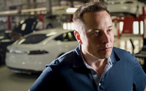 """<p><strong>Илон Маск</strong></p>  <p>Основатель и гендиректор компаний Tesla Motors и SpaceX</p> &nbsp;  <p><strong><span style=""""color:#800000;"""">1-е место</span></strong></p>  <p>Голосов: <span style=""""color:#800000;""""><strong>42%</strong></span></p> &nbsp;  <p>Инженер, конструктор, изобретатель, инвестор, миллиардер, прототип Железного человека Тони Старка. Маск работал над программным обеспечением и платежными системами, строил частные космические ракеты и&nbsp;подписывал миллиардные контракты с NASA, но окончательно покорил человечество запуском электромобилей Tesla, которые коренным образом изменили всю глобальную автомобильную отрасль.</p>"""
