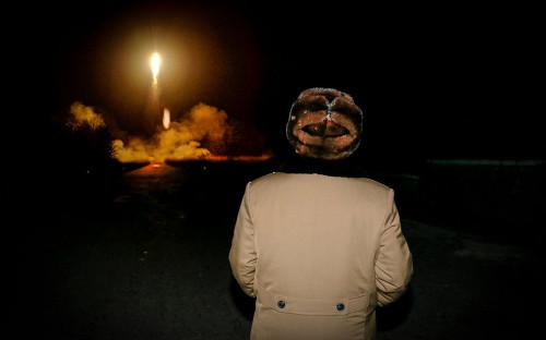 Ким Чен Ын наблюдает за запуском баллистической ракеты