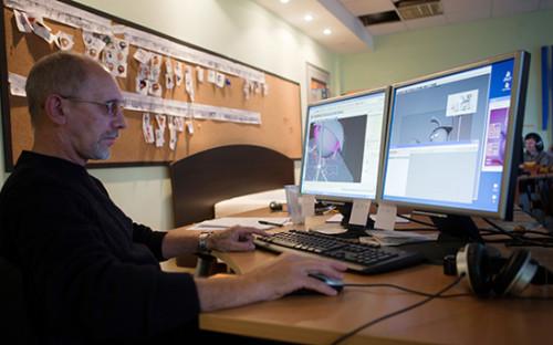<p>Сотрудник анимационной студии &laquo;Петербург&raquo; во&nbsp;время работы над&nbsp;созданием 3D-мультфильма &laquo;Смешарики&raquo;. 2010 год</p>  <p></p>