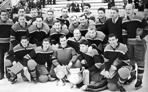 <p>Виктор Толмачев (в центре в нижнем ряду) в составе команды ЦСКА. 1966 год</p>  <p></p>