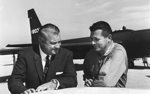 """<p><strong><span style=""""font-size:18px;"""">Американский летчик Фрэнсис Гарри Пауэрс (на фото справа)</span></strong></p>  <p>В 1957 году в&nbsp;США был арестован советский разведчик Рудольф Абель. Он находился в&nbsp;Штатах с&nbsp;1948 года и&nbsp;выполнял задание, выясняя, насколько возможен военный конфликт с&nbsp;США. Абель был приговорен к&nbsp;30 годам тюрьмы. 1 мая 1960 года в&nbsp;районе Свердловска был сбит американский самолет-разведчик U-2, управляемый пилотом Фрэнсисом Гарри Пауэрсом.</p>  <p>10 февраля 1962 года, на&nbsp;Глиникском мосту, соединяющем Берлин и&nbsp;Потсдам, где&nbsp;проходила граница между&nbsp;Германской Демократической Республикой (ГДР) и&nbsp;Западным Берлином, произошел обмен Абеля на&nbsp;Пауэрса.</p>"""