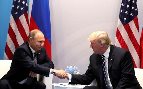 Владимир Путин (слева) и Дональд Трамп