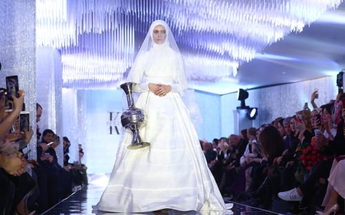 Коллекция одежды дочери Рамзана Кадырова Айшат под названием «Горная жемчужина» состояла из 47 длинных платьев из шелка, бархата, шифона, воздушной органзы и кружева
